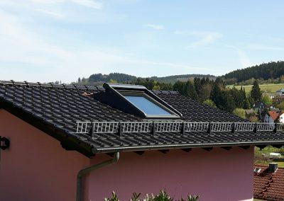 Dachfensteraustausch - auf Grund der flachen Dachneigung mit speziellem Aufkeilrahmen