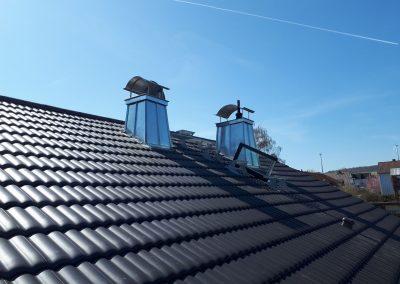 2 von 2 - Neueindeckung Dachfläche inkl. ausgestellter Kaminverkleidung mit Stehpfalz